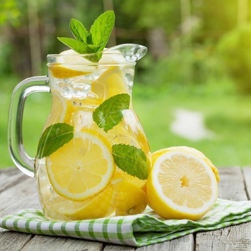 Wasser mit Zitronensaft regelmäßig trinken Nachteile