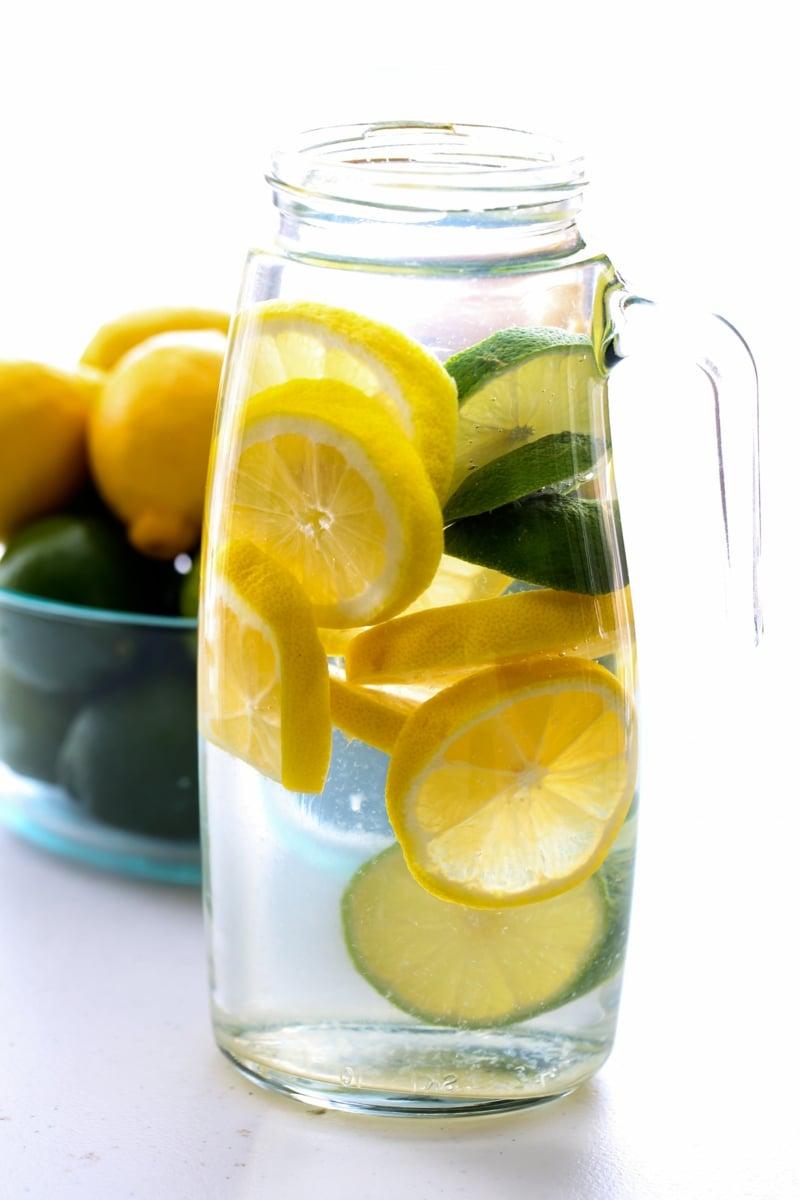 Wasser mit Zitrone Fastenkur abnehmen