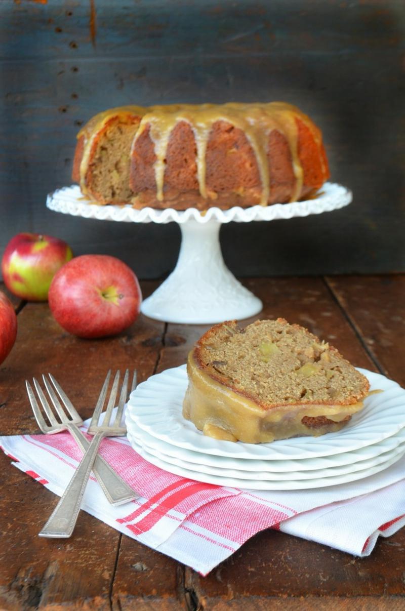 veganer Apfelkuchen mit Glasur sehr lecker