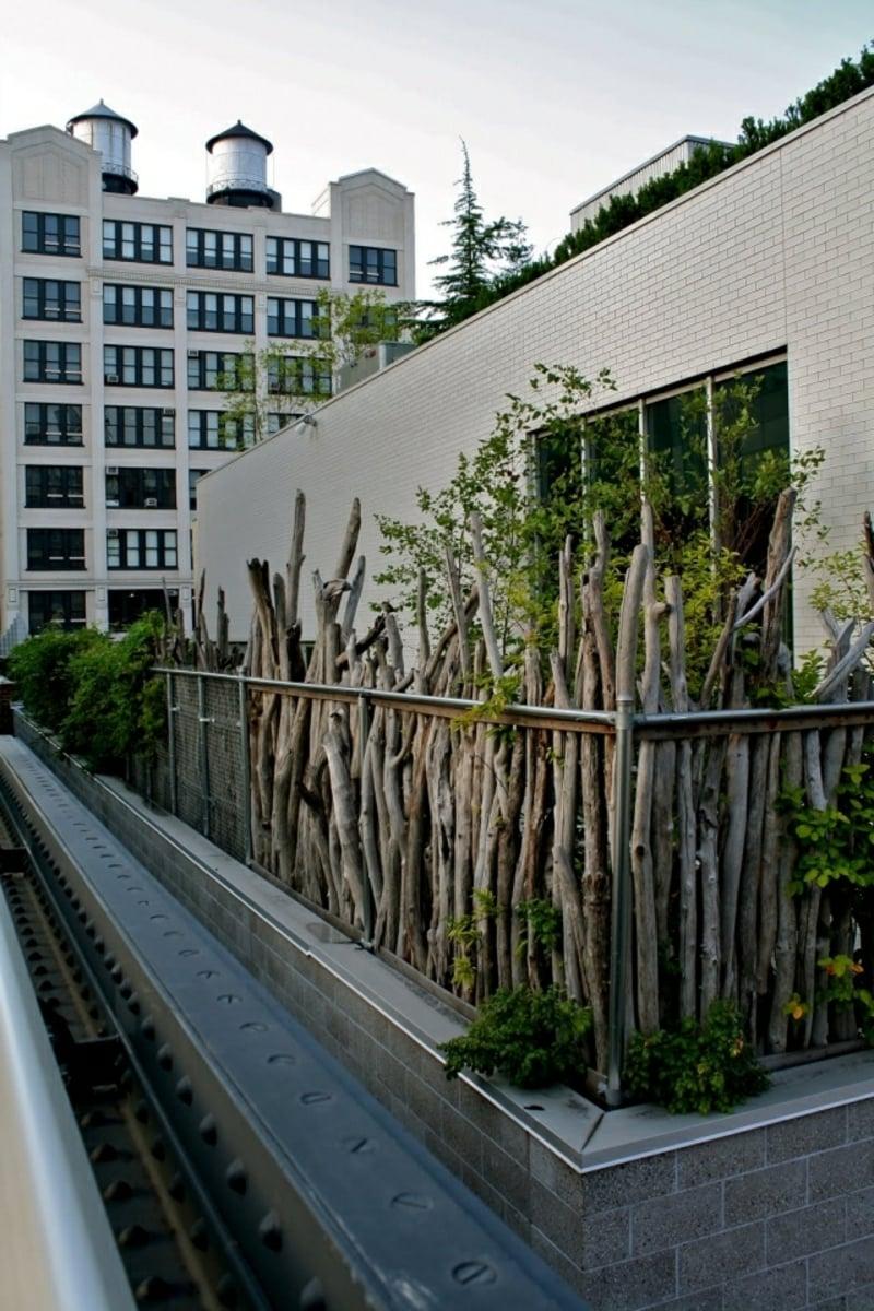 natürlicher Sichtschutz Holz rustikal