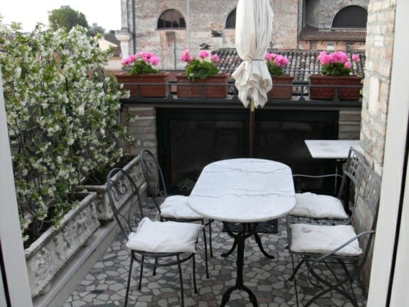 Balkon Sonnenschirm Pflanzen