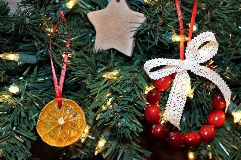Christbaum dekorieren getrocknete Orangenscheiben