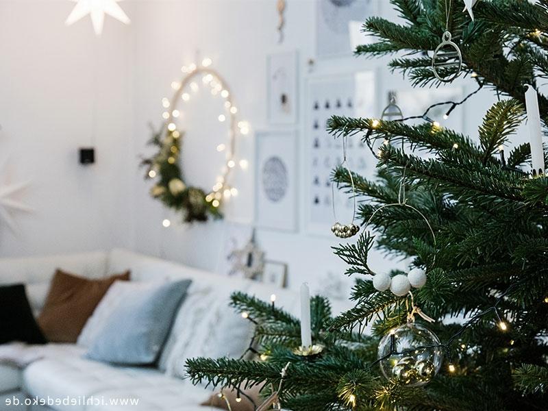Weihnachtsbaum Deko minimalistisch