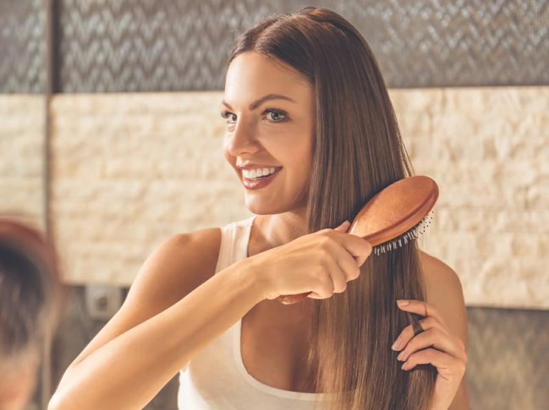 Glatte Haare ohne Haarglätter feuchte Haare bürsten