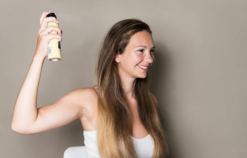 Kosmetik für glattes Haar verwenden