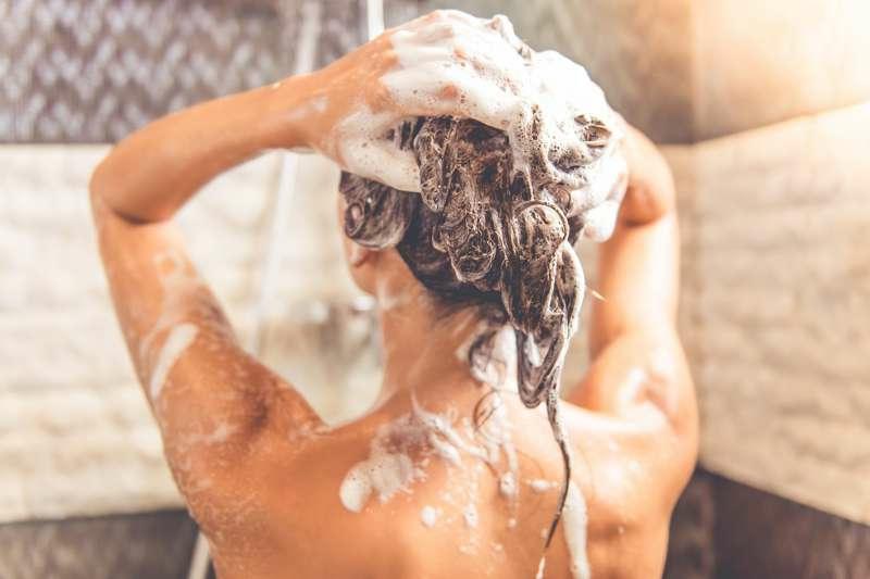 Schampoo für glattes Haar verwenden