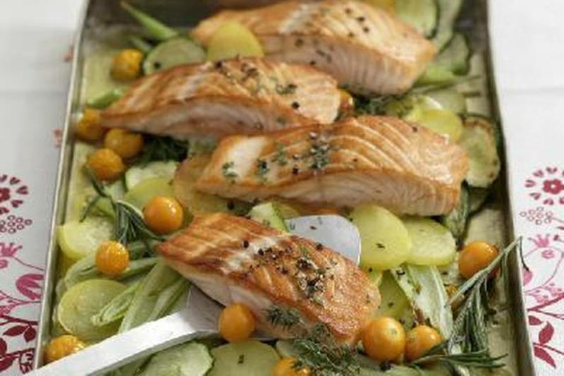 Lachs mit Gemüse gedämpft