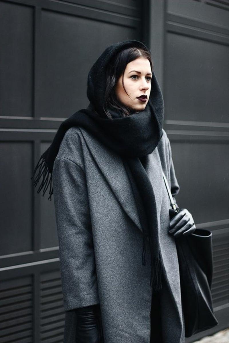 Schal wie eine Kapuze tragen