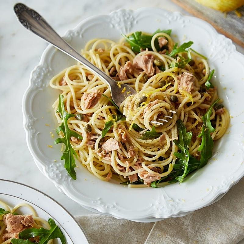 Spaghetti mit Thunfisch und Zitronensaft lecker
