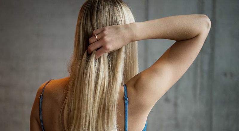 Glatte Haare ohne Haarglätter