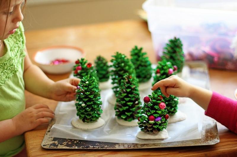 Basteln mit Naturmaterialien Weihnachten kleine Weihnachtsbäume