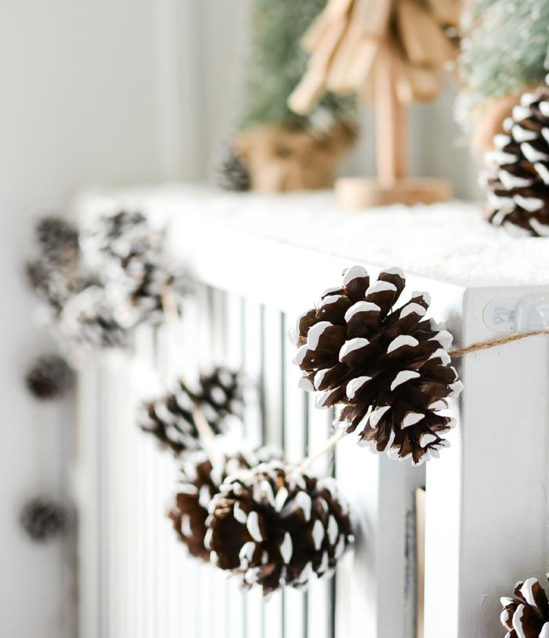 Basteln mit Naturmaterialien Weihnachten Girlande Tannenzapfen