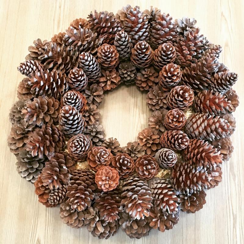 Basteln mit Naturmaterialien Weihnachten Kranz Tannenzapfen