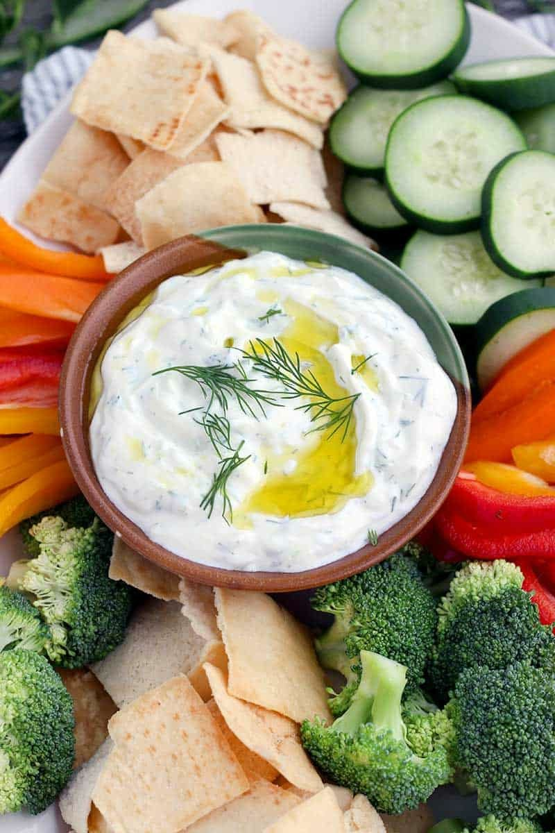 Tzatziki selber machen mit Dill und Olivenöl