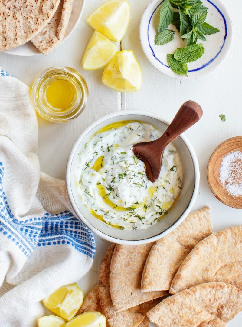Tzatziki selber machen mit Zitronensaft und Olivenöl