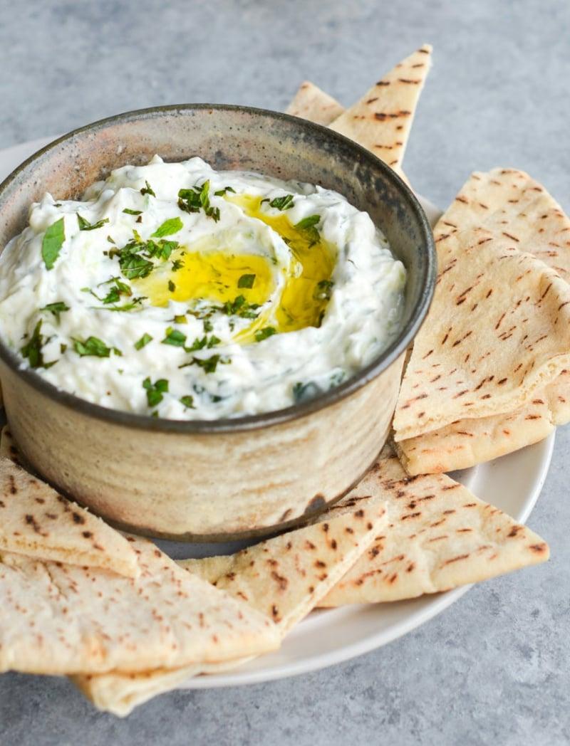 Tzatziki mit Olivenölund Tortilla