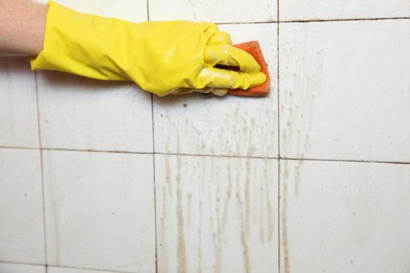 Wandfliesen reinigen Badezimmer