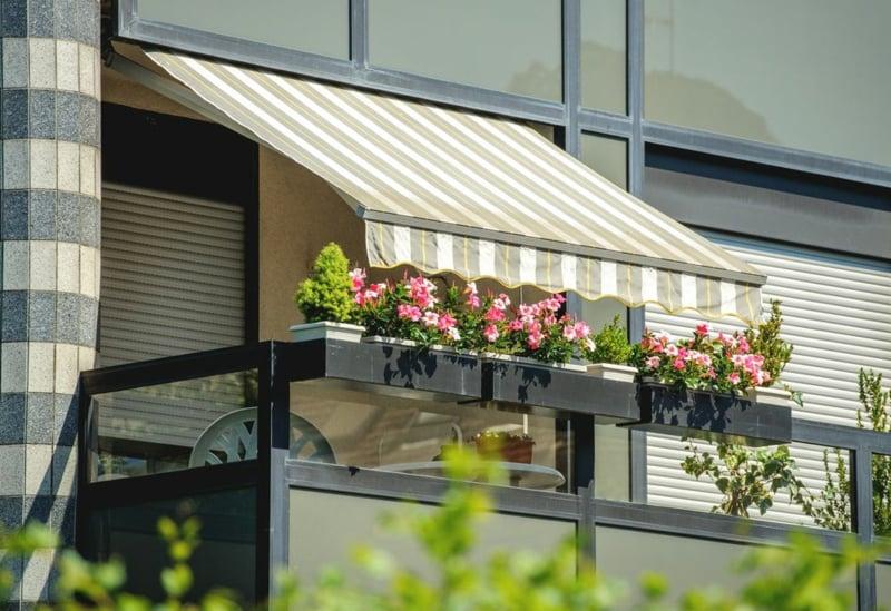 Markise Balkon Streifenmuster romantischer Look