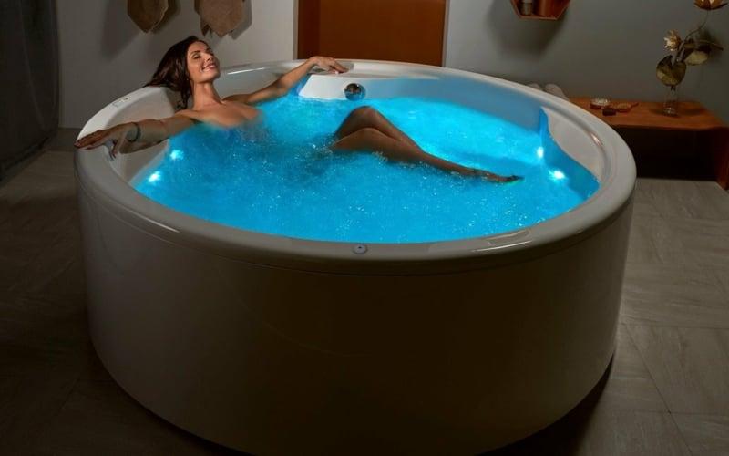 Whirlpool Badewanne groß Hydromassage