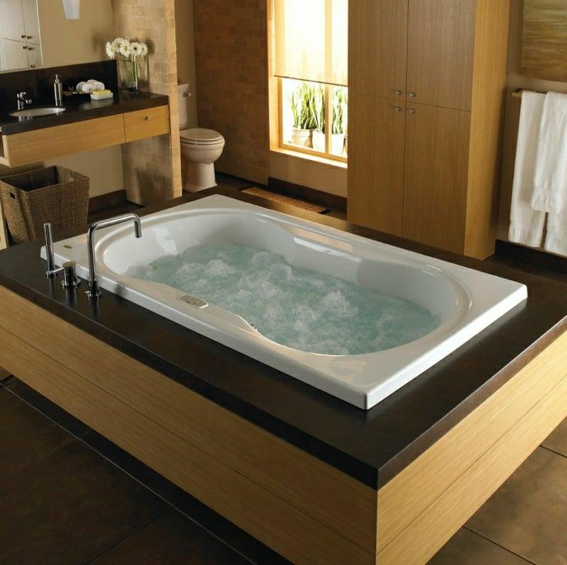 Whirlpool Badewanne im eigenen Bad pur Luxus