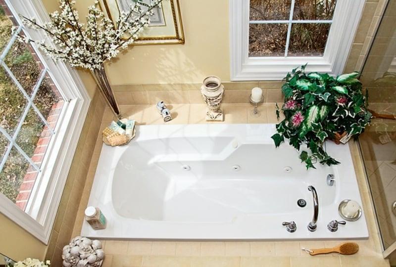 Whirlpool Badewanne eingebaut modern