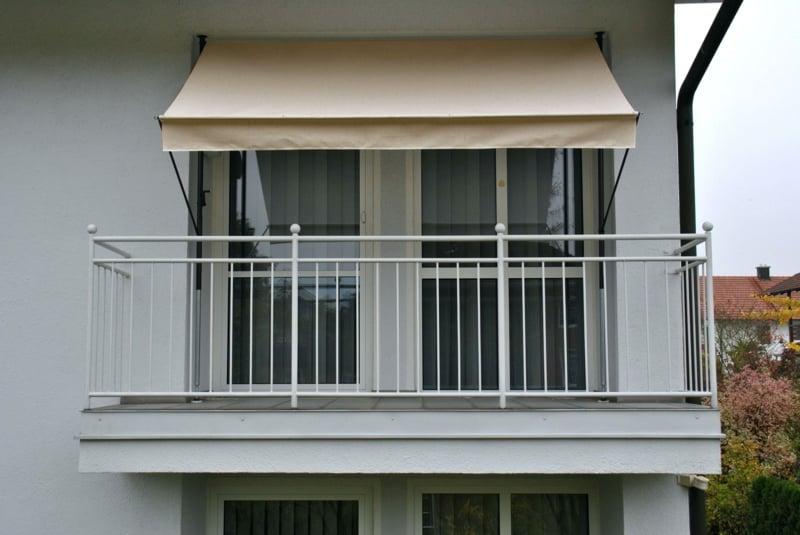 Markise Balkon hellgelb Sonnenschutz