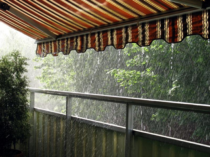 Markise Balkon als Regenschutz