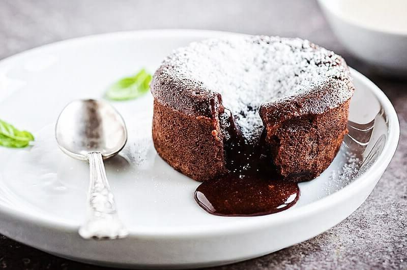 Schokoladenkuchen mit flüssiger Füllung Rezept
