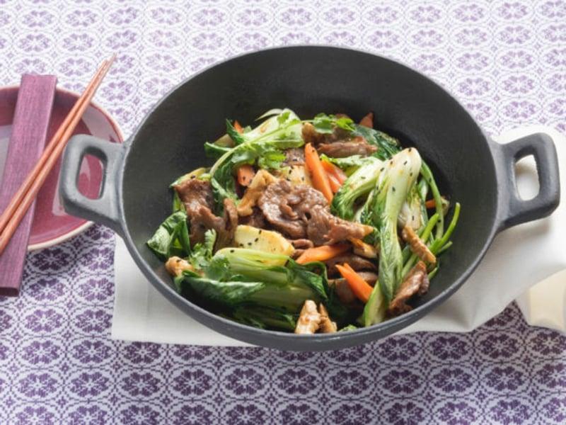Rindfleisch mit Gemüse und Pak Choi
