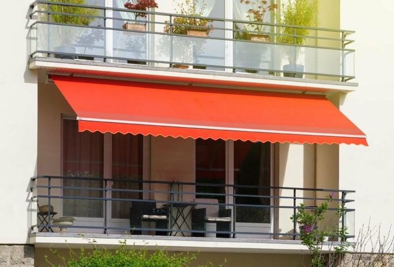 Markise Balkon rot herrlicher Look