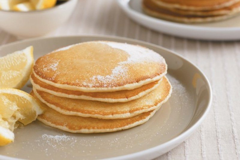 fluffige Pfannkuchen mit Zuckerzucker