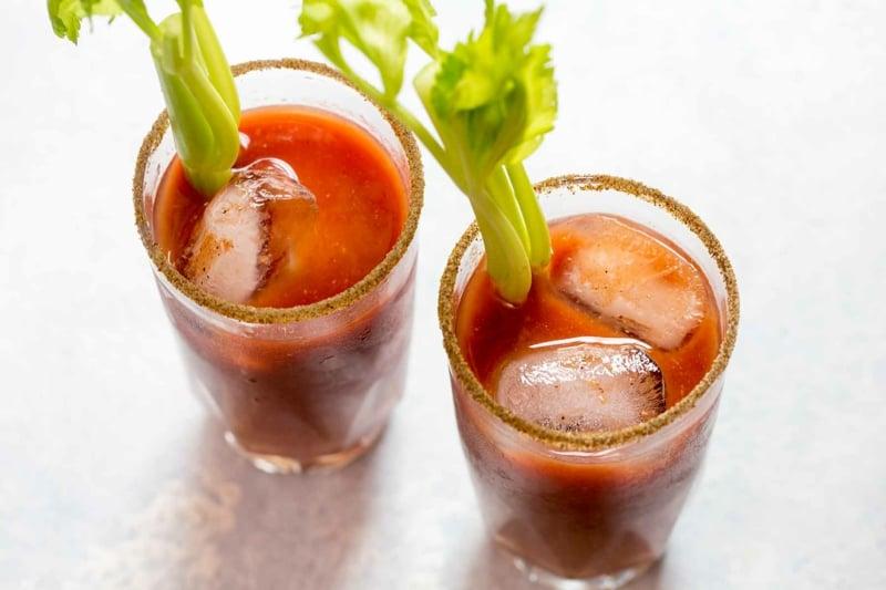 Bloody Mary mit Eiswürfeln