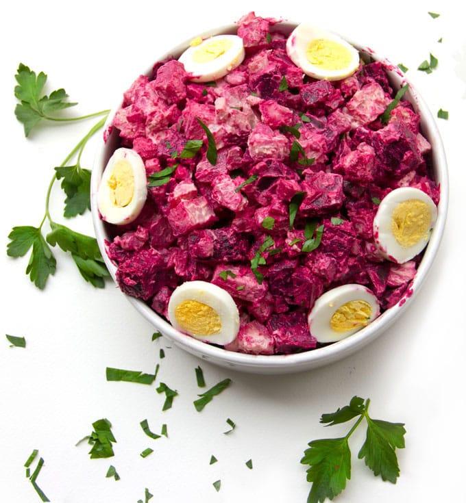 Heringssalat mit Rote Bete und gekochten Eiern lecker