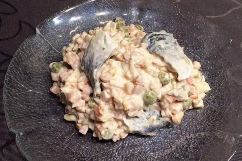 Salat mit Hering und Mayo-Dressing