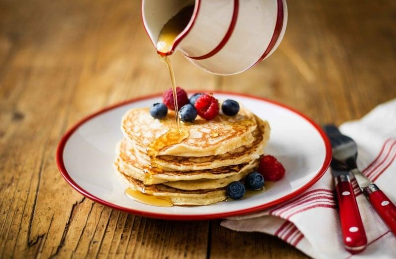 Pfannkuchen mit Ahornsirup lecker