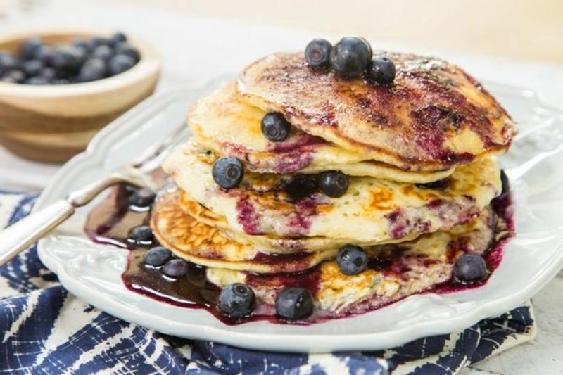 Frühstück mit Blaubeeren lecker gesund