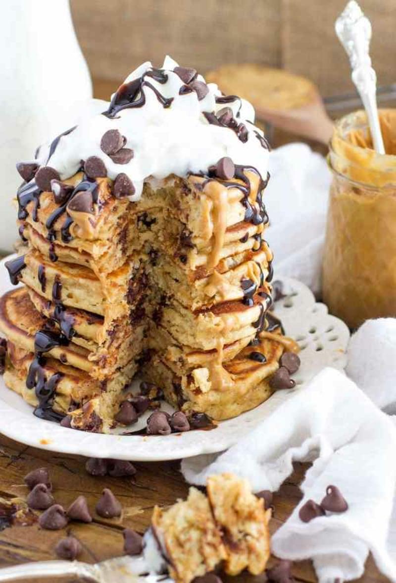 American Pancakes Rezept mit Schokochips und Sahne