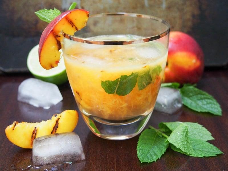 alkoholfreie Cocktails Mojito gegrillte Pfirsiche