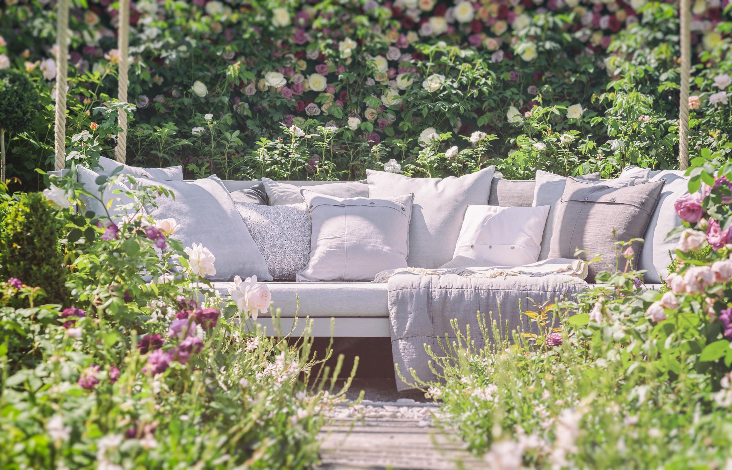 Für Ihren besten Komfort fügen Sie hin einige Möbel wenn, Sie ihre Garten gestalten
