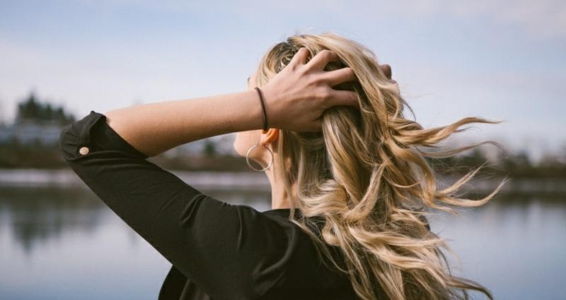 trockene Haare mit Arganöl behandeln
