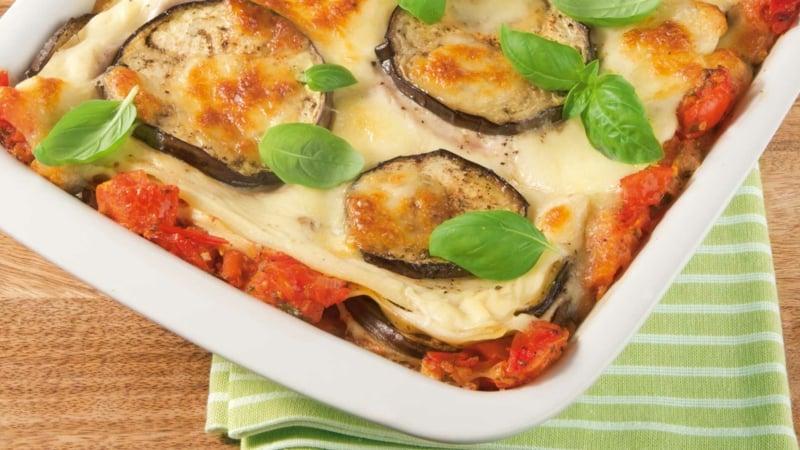 vegetarische Lasagne mit Aubergine und Basilikum