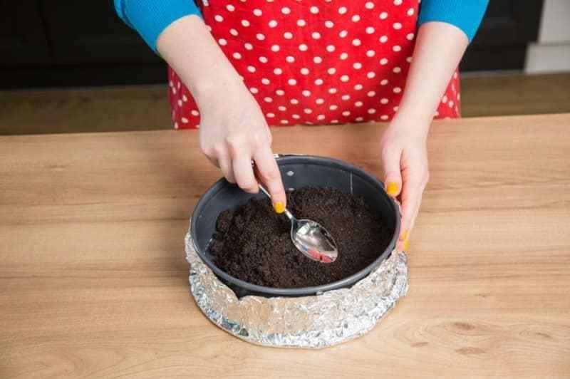 Oreo Torte Biscuitboden zubereiten