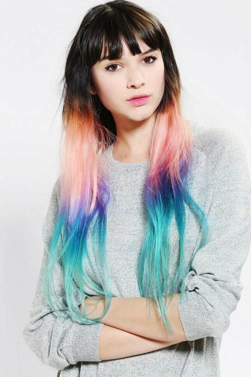 Haarverlängerung künstliche Strähnen in Regenbogenfarben