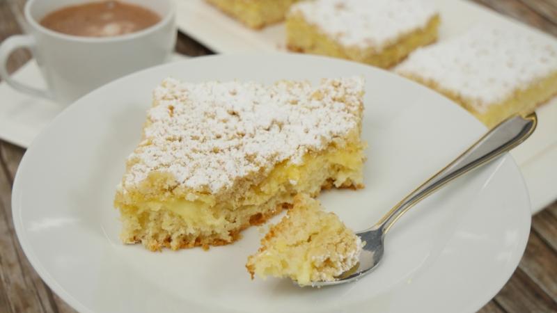 Kuchen mit Fanta und Puderzucker leicht und lecker