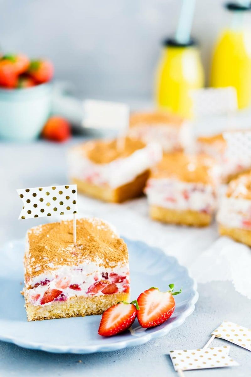 Kuchen mit Fanta garnieren Erdbeeren