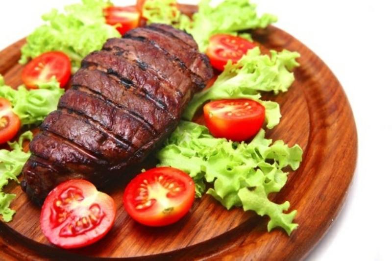 Abnehmen gebratenes Fleisch mit Gemüse