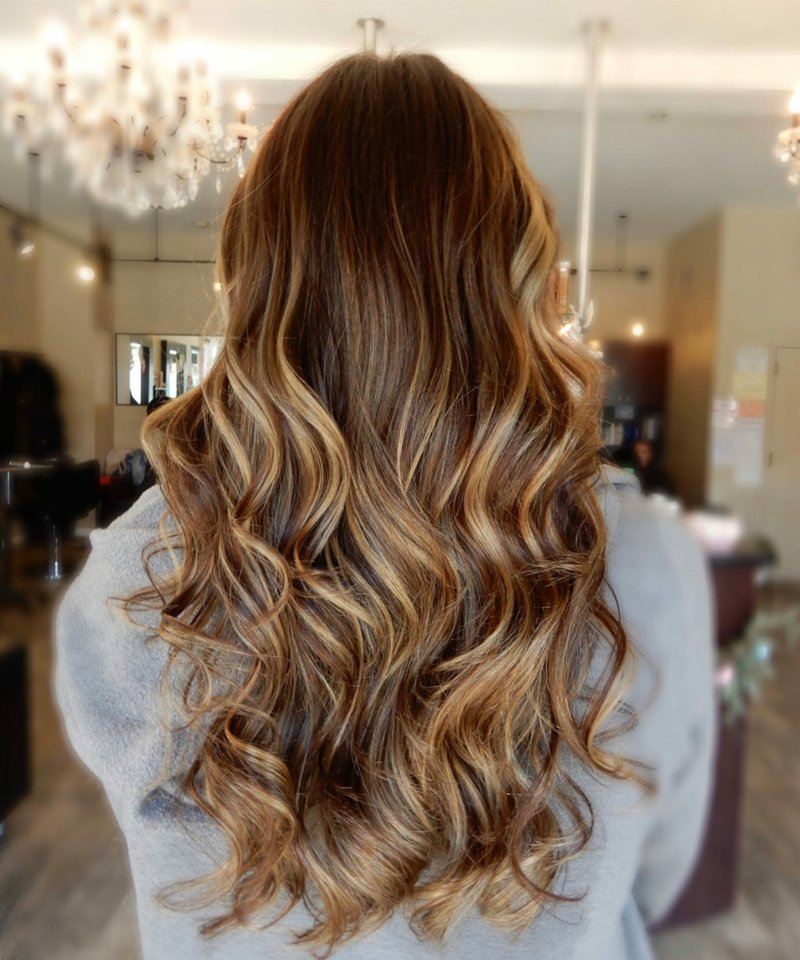 haare hellbraun goldfarbige strähnen