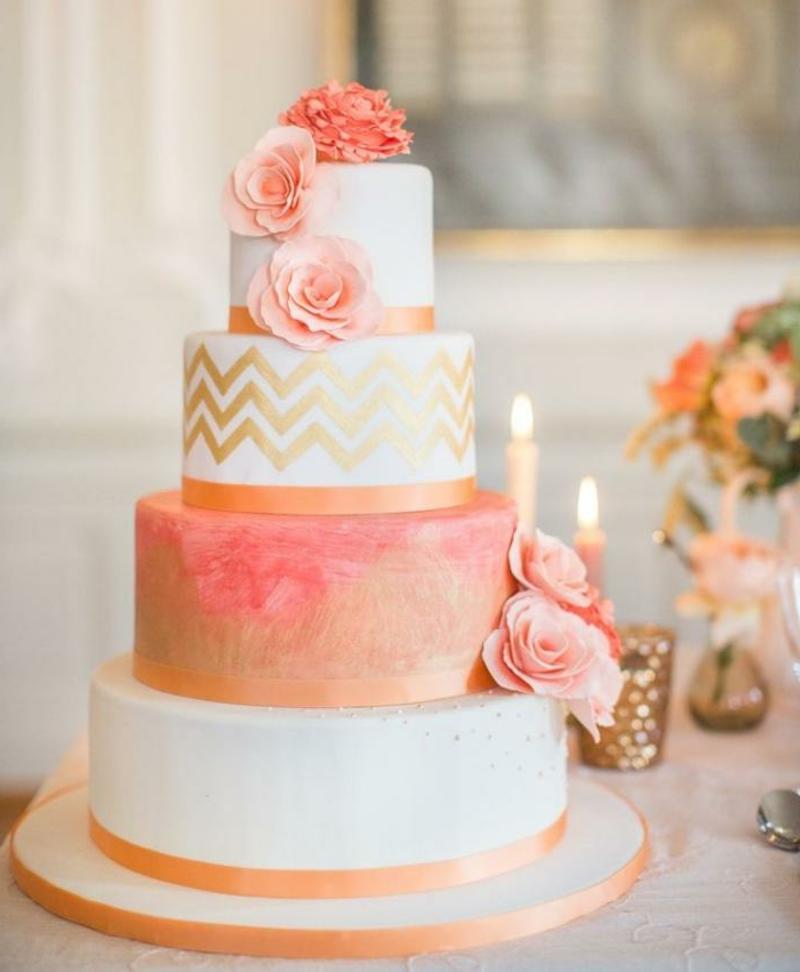 Hochzeitstorte golden weiß pastellrosa sehr romantisch