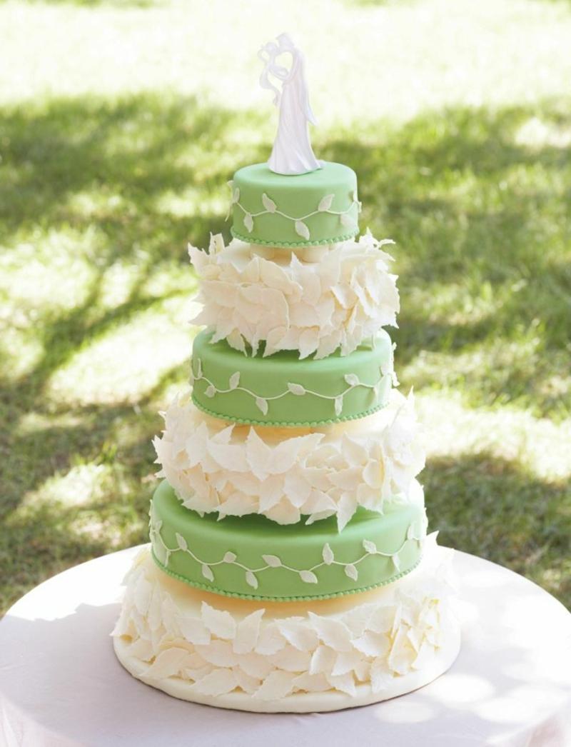 mehrstöckige Torte Zartrosa Pastellgrün