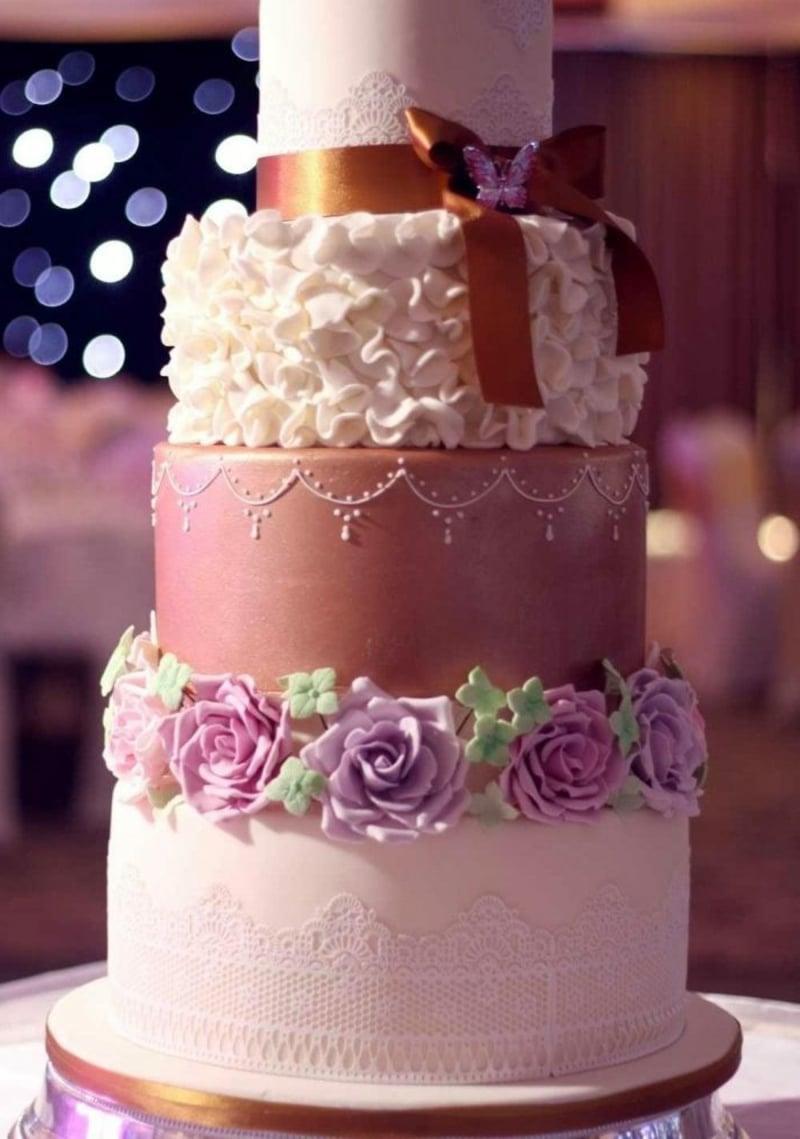 Hochzeitstorte verschiedene rosa Nuancen